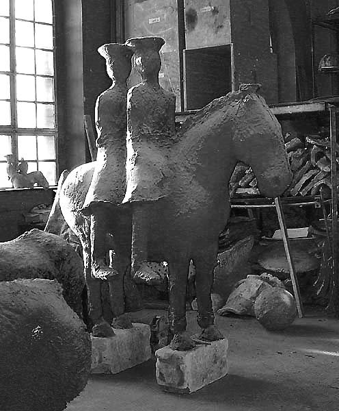 zwei Reiter auf einem Pferd