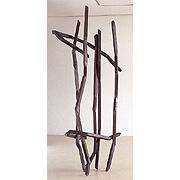 abstraktes Gebilde aus grauem Stahl